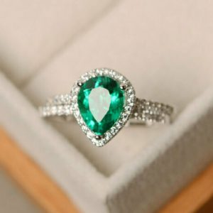 pear shaped emerald ring