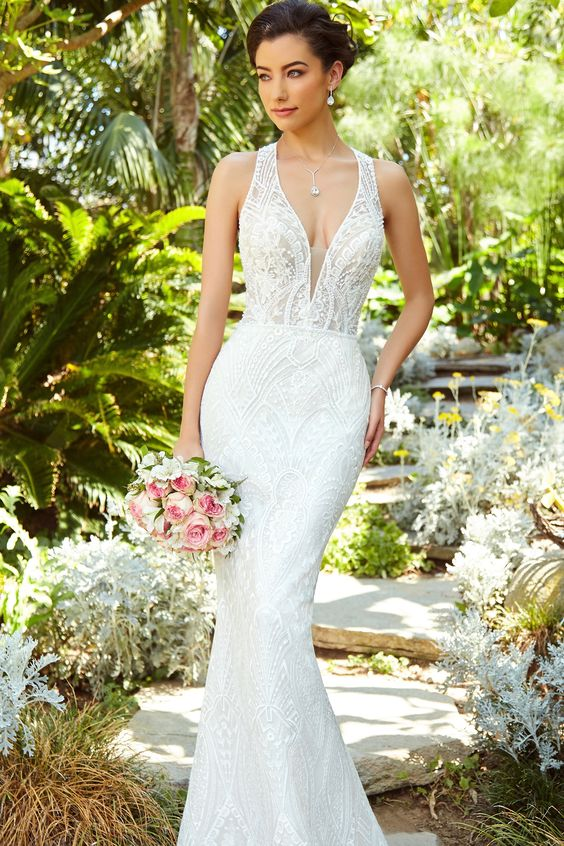 Bride in V-neck Gown Wearing Pendant Necklace for Wedding