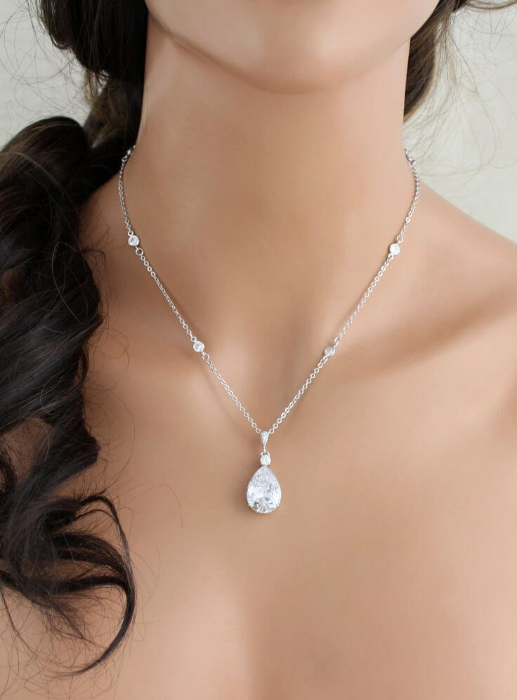Bride Wearing Solitaire Diamond Necklace for Wedding