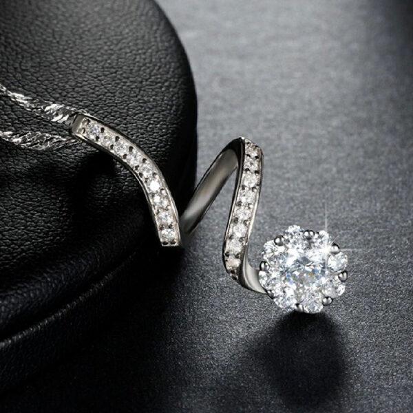Gorgeous Round Diamond Pendant